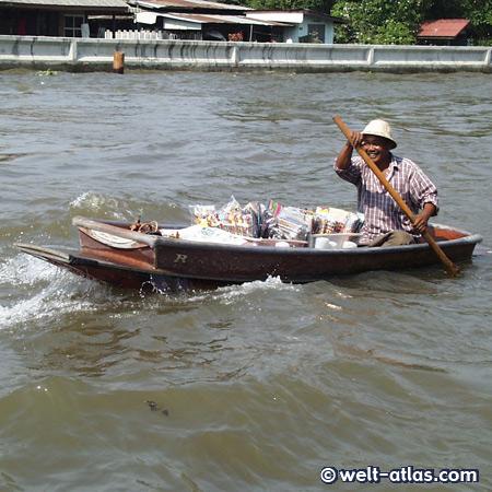 Händler im Boot auf dem Chao Praya