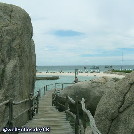 Bucht mit wunderschönem Strand auf Koh Nang Yuan, kleine Inseln, die Koh Tao im Golf von Thailand vorgelagert sind