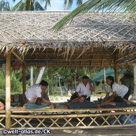 Herrliche Massage am Strand, Thailand