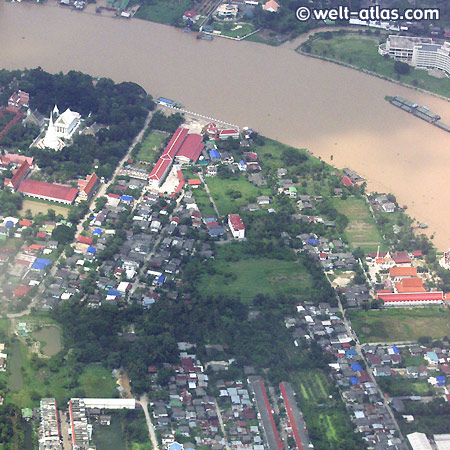 Anflug auf Bangkok, Tempel und Fluß