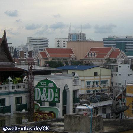 Blick vom Hotel über die Dächer von Bangkok