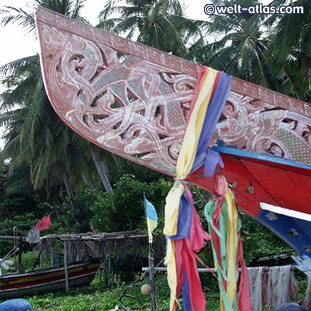 Bootsbau im Fischerdorf auf Koh Samui