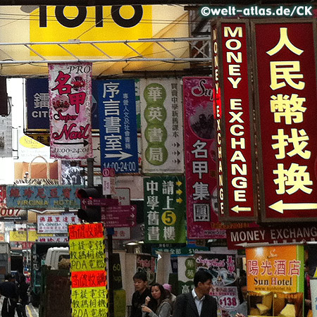 Reklameschilder in der Portland Street in Kowloon, Hong Kong