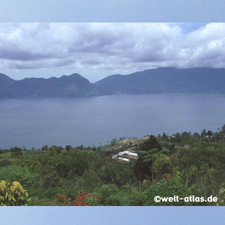 Lake Maninjau, Kratersee auf Sumatra