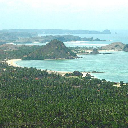 Palmen, Buchten, Felsen, Meer,Blick auf Lomboks Südküste