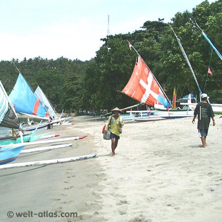 Boote, Fischer, Strand, Segel,Auslegerboote am Strand von Senggigi