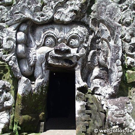 Dämonengesicht als Eingang zur Elefantengrotte Goa Gajah bei Ubud