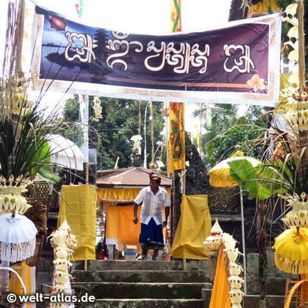 Festively decorated entrance to a temple on Bali
