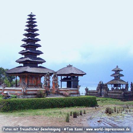 Ulun Danu Bratan Temple, Lake Bratan or Catur or Tjatur, Bali