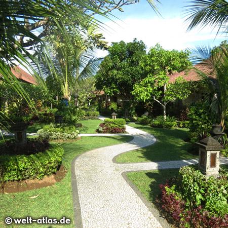 Schöne Gartenwege im Hotel, Tanjung Benoa, Bali
