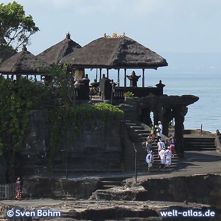 Believers on the sea temple Pura Tanah Lot