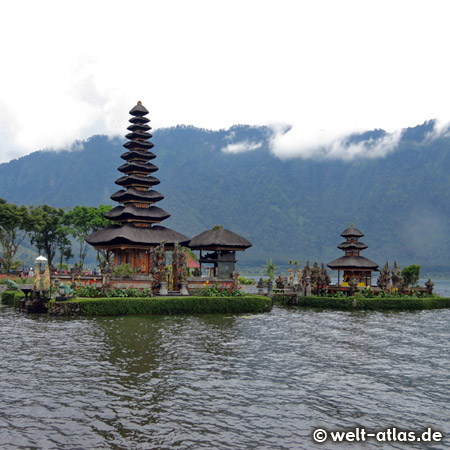 Pura Ulun Danu Bratan, bedeutender hinduistischer Wassertempel am Bratansee, Bali