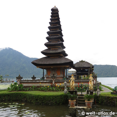 Ulun Danu Bratan Temple, water temple on Lake Bratan or Catur or Tjatur, Bali