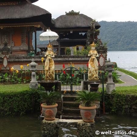 Ulun Danu Bratan Temple, water temple on Lake Bratan or Catur or Tjatur, Bali