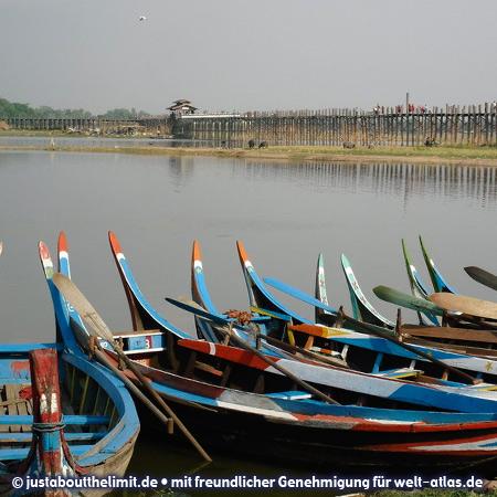 Boote auf dem Irrawaddy in Mandalay