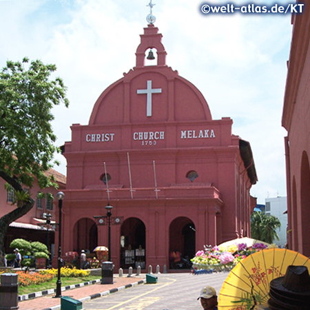 Christ Church of Melaka, red buildings around the place