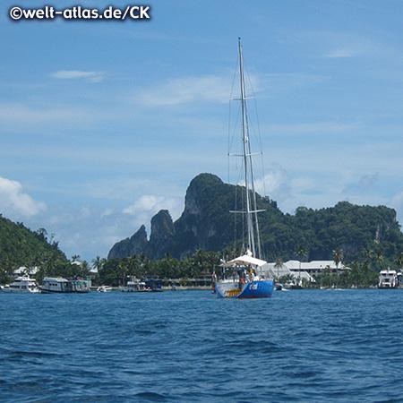 Hafen von Koh Phi Phi, Inselgruppe in der Andamanensee, Provinz Krabi