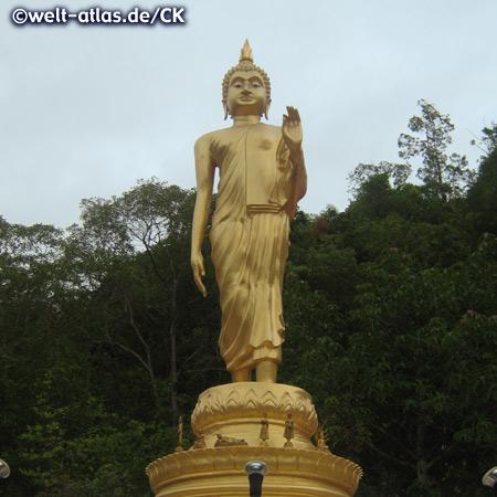Buddhastatue im Chinesischen Tempel von Kuan yin auf Koh Phangan, Thailand, Provinz Surat Thani
