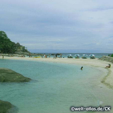 Bucht mit wunderschönem Strand auf Koh Nang Yuan, kleine Inseln, die Koh Tao im Golf von Thailand vorgelagert sind, Koh Tao liegt in der Nähe von Koh Phangan, Provinz Surat Thani