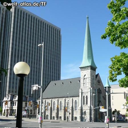 Baptisten-Kirche in Ottawa,neben dem Lord Elgin Hotel