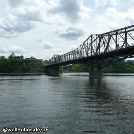 Alexandra Brücke zwischen Ottawa in Ontario und Hull in Quebec