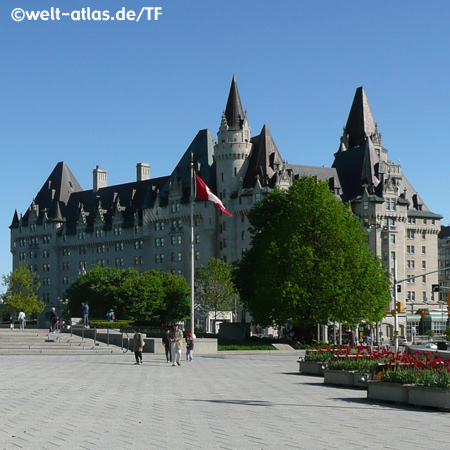 Confederation Square mit Hotel Chateau Laurier