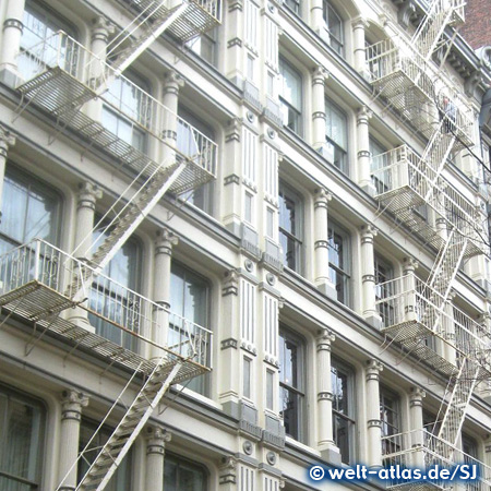 Altbaufassade mit den typischen Feuerleitern, Greene Street