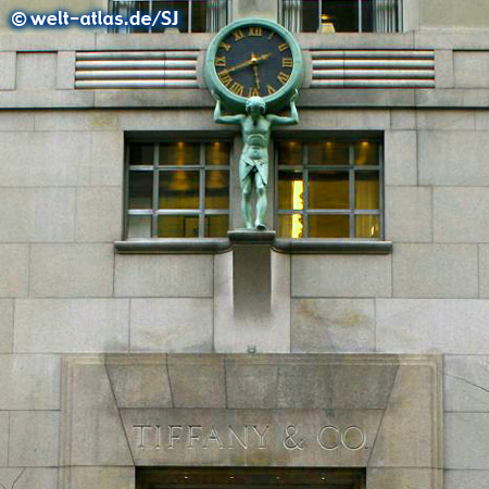 Atlas mit Uhr an der Fassade von Tiffany & Co, Fifth Avenue, Manhatten