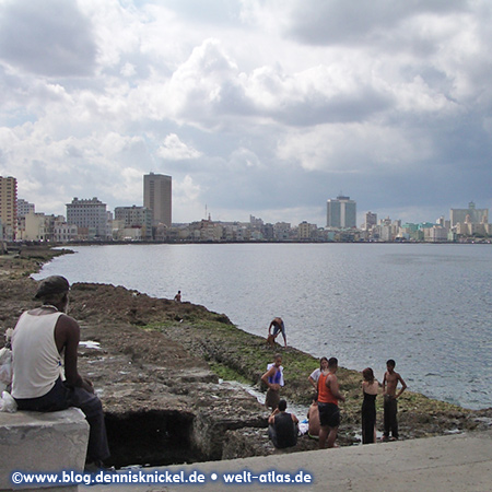 Famous Malecon coastal road between Old Havana and Vedado (New Town) – Photo: www.blog.dennisknickel.dealso see http://tupamaros-film.de