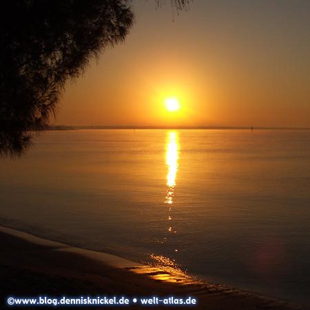 Sunset at the beach, Bay of Pigs, Cuba – Photo: www.blog.dennisknickel.dealso see http://tupamaros-film.de