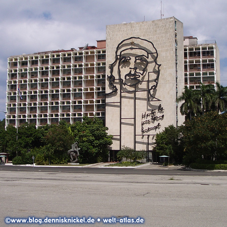 Che Guevara Memorial, facade of Ministry of Interior, Plaza de la Revolucion, Havanna – Photo: www.blog.dennisknickel.dealso see http://tupamaros-film.de