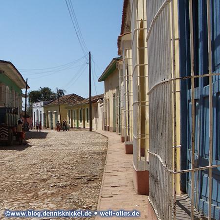 Alley in Trinidad, Cuba – Photo: www.blog.dennisknickel.dealso see http://tupamaros-film.de