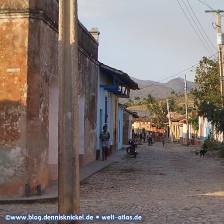 Lane in Trinidad, Cuba – Photo: www.blog.dennisknickel.dealso see http://tupamaros-film.de