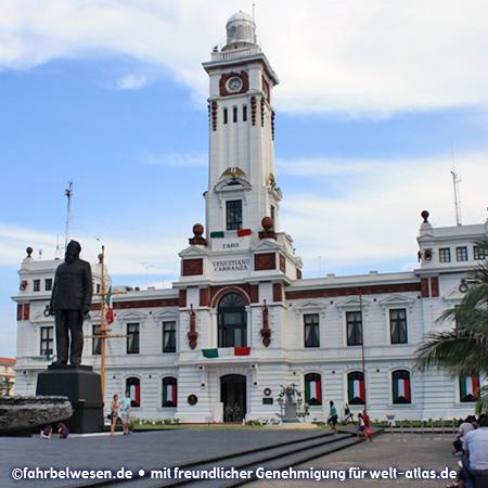 Hafenverwaltung und Leuchtturm von Veracruz – Foto:©fahrbelwesen.de