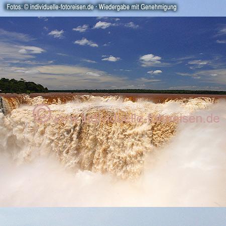 Iguaçu-Wasserfälle, dort treffen sich die Grenzen der Länder Brasilien, Argentinien und Paraguay©www.individuelle-fotoreisen.demit freundlicher Genehmigung für welt-atlas.de