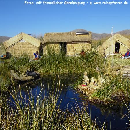 """""""schwimmende Inseln"""" der Urus am Titicaca-See. Foto:© www.reisepfarrer.de"""