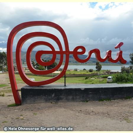 Schriftzug Perú in Yunguyo, Foto:©Nele Ohnesorge