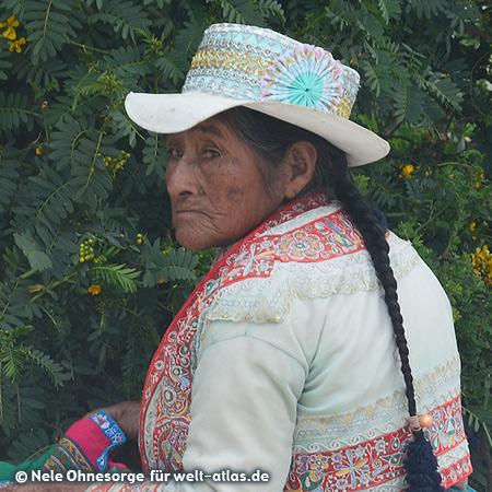 Frau in Chivay in ihrer schönen Tracht, Foto:©Nele Ohnesorge
