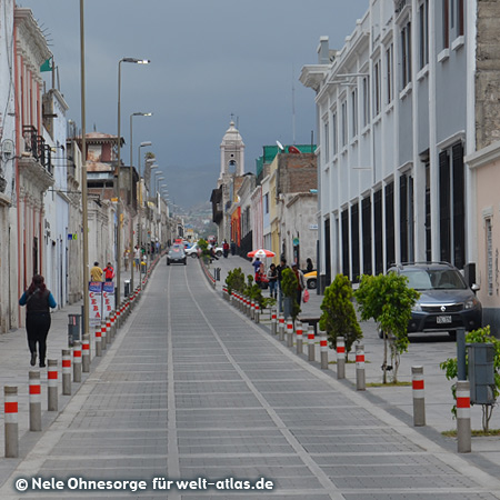 Calle Bolivar Sucre, eine endlos lange Straße in Arequipa, Foto:©Nele Ohnesorge