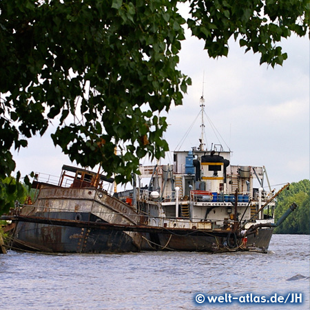 Schiffswracks im Delta des Río Paraná bei El Tigre