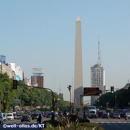Obelisk auf der Plaza de la República, Buenos Aires, eines der Wahrzeichen der Stadt