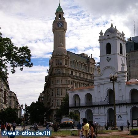 Buenos Aires, die Plaza de Mayo im Zentrum der Hauptstadt Argentiniens mit dem Cabildo de Buenos Aires