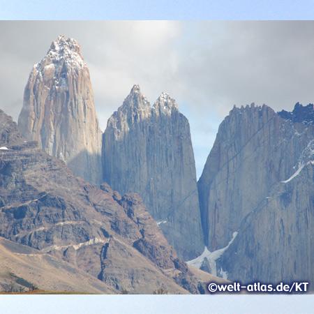Los Torres del Paine, das Massiv mit den 3000 m hohen Türmen im Nationalpark Torres de Paine